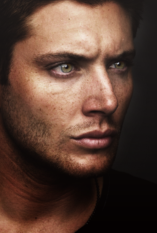 doilookgay:  Be still my heart. Dean.