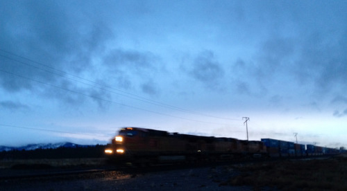 Eastbound BNSF stack train races out of Spokane in the failing late December light.