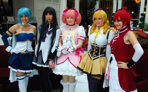 bleubelle:  I just found this photo of our Madoka group from Katsucon! ^o^ Madoka: BleubelleHomura: VickyBunnyAngel Sayaka: SewThoughtfulMami: StarlightslkKyoko: DeltaRee It was so much fun to hang out with these awesome girls!~<3<3  Aww, this group was so much fun! O(≧∇≦)O Such happy memories! ♥♥♥