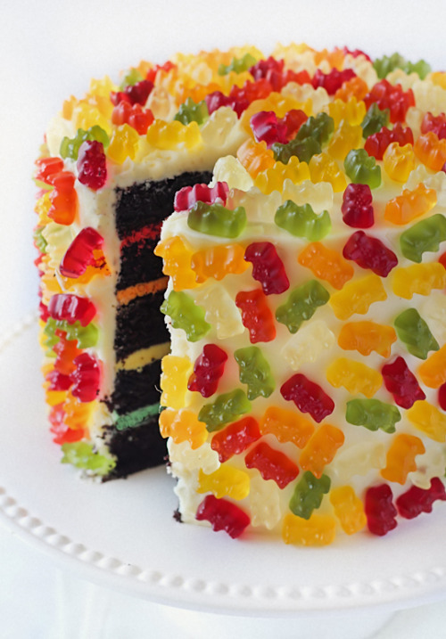 Gummy Bear Layer Cake http://www.raspberricupcakes.com/2013/04/gummy-bear-layer-cake.html