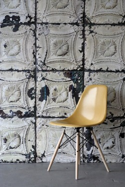homegirllondon:  Rooms: industrial illusion wallpaper http://bit.ly/Y4tBGi