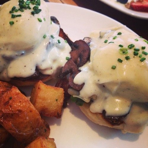 If I had to pick my last brunch: MBC mushroom truffle Benedict. #foodspotting #sanfrancisco  (at Mission Beach Cafe)