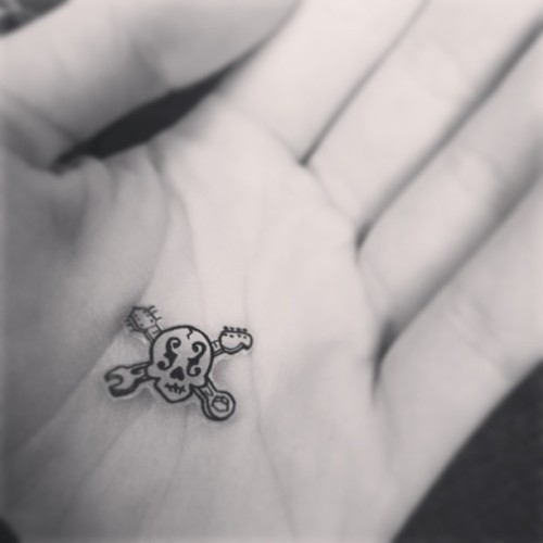 pigplaaaane:  Shrinky dink magic! @flintlocal432  Tiny Local Skull!