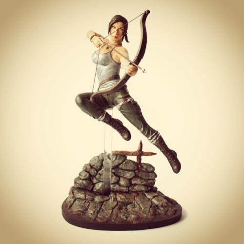 suzannewolfs:  Lara Croft sculpture  @_@