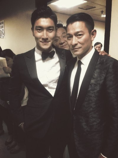 fuckyeahchoisiwon:  choisiwonkr: 华哥和龙哥 :^) 我和两位英雄! Translation:  Andy and Jackie Brother :^) Me and the two heroes! cr: meatyoudumpling