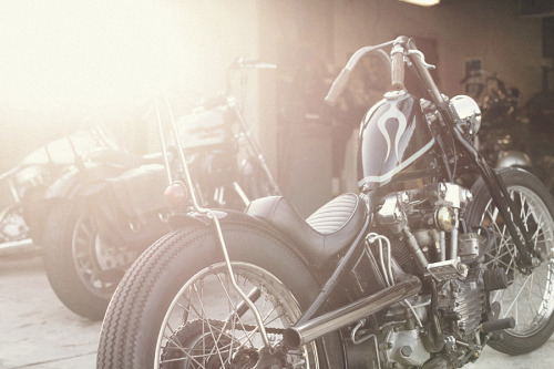 motorcycleclub:  By Scott G Toepfer.  nice bars