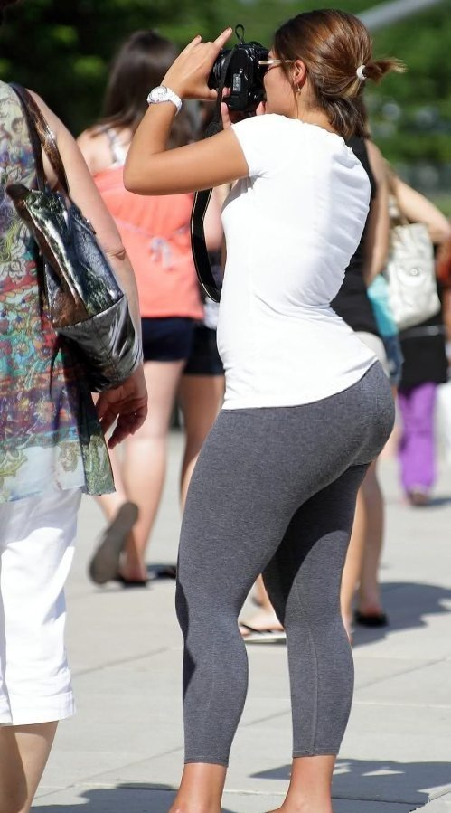 iseebigbooty:  Say cheese.