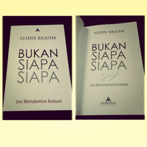 Ajahn Brahm's newest book. Got his autograph in it too ♡♥♡♥♡ :D #promotion #book #ajahn #brahm #bukansiapasiapa #universal #teaching #philosophy #instalife
