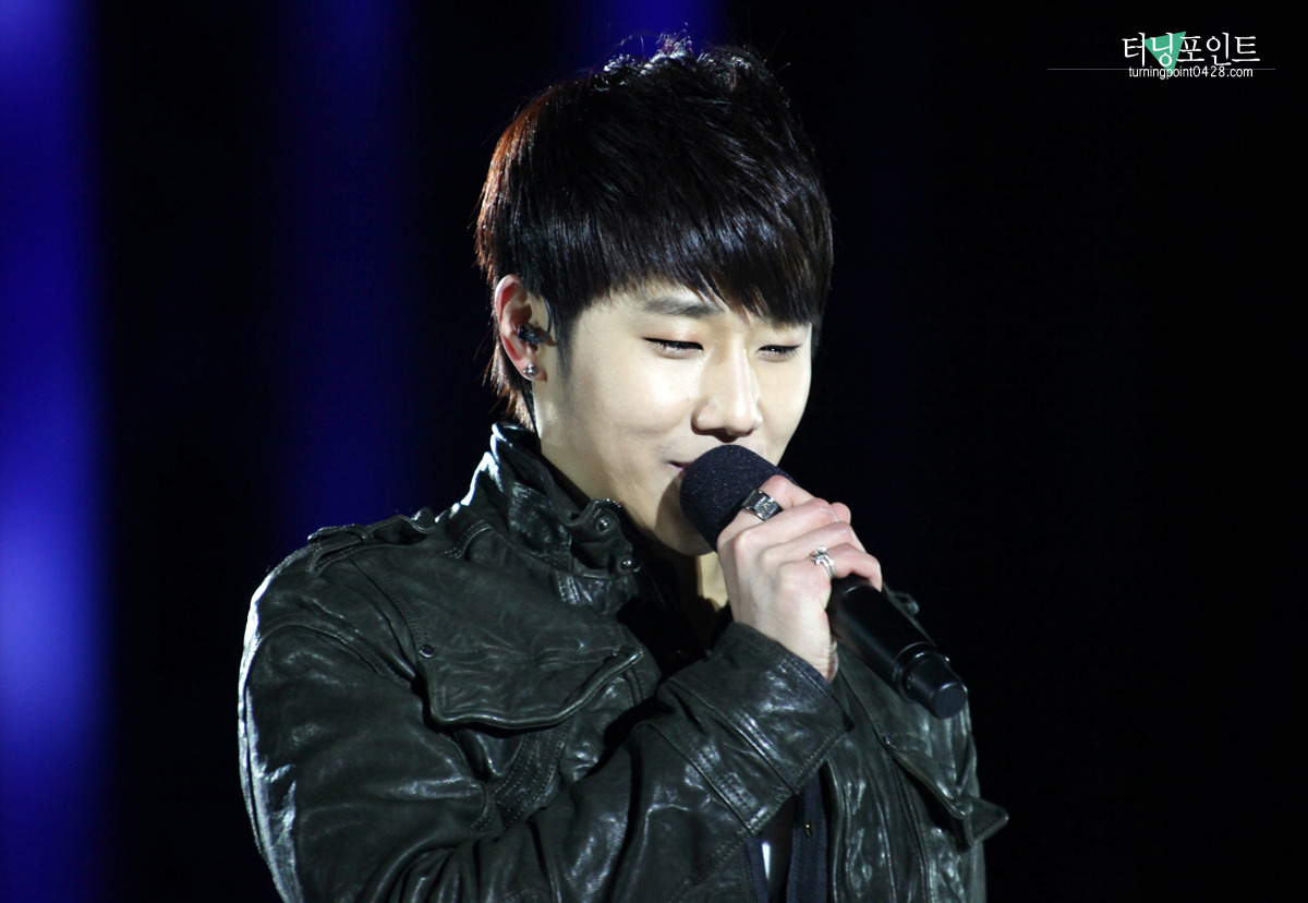 nicky2t:  130223 Yang Yang Kpop ConertSource:터닝포인트Do not crop/edit/modify the photo