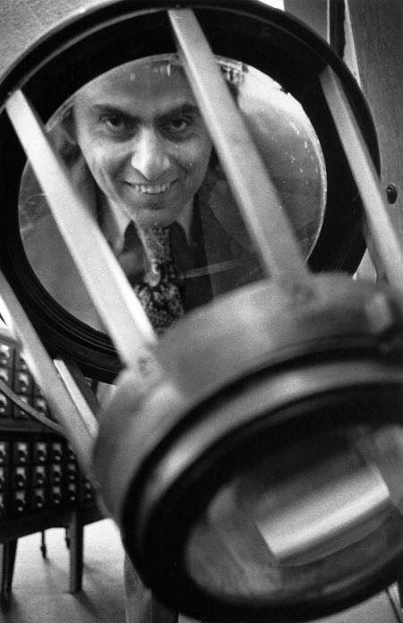 "bunnybundy:   project-argus:  astrotastic:  Carl Sagan, 1975 recipient of the Priestley Award, looks through Joseph Priestley's burning glass.  jesus  Carl Sagan has arrived to eat your babies.   ""carl satan from an alternate dimension is here to teach you some psuedoscience"""