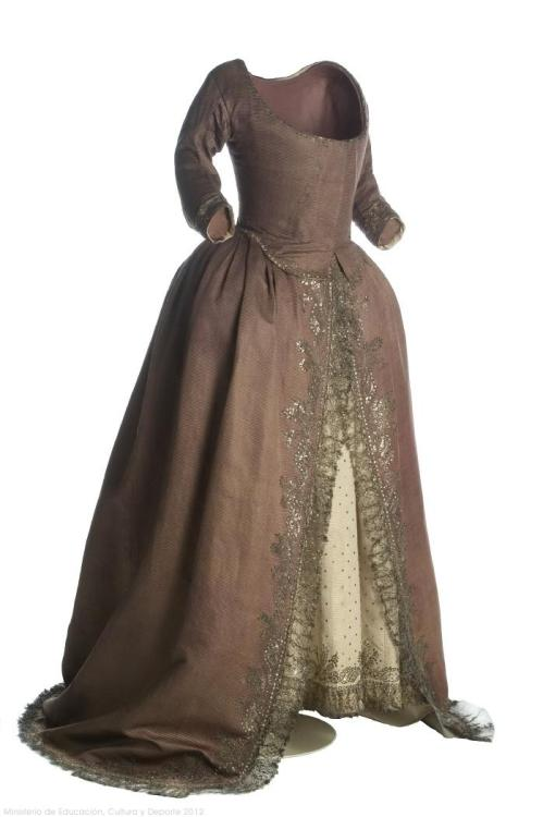 omgthatdress:  Dress 1790 Museo del Traje