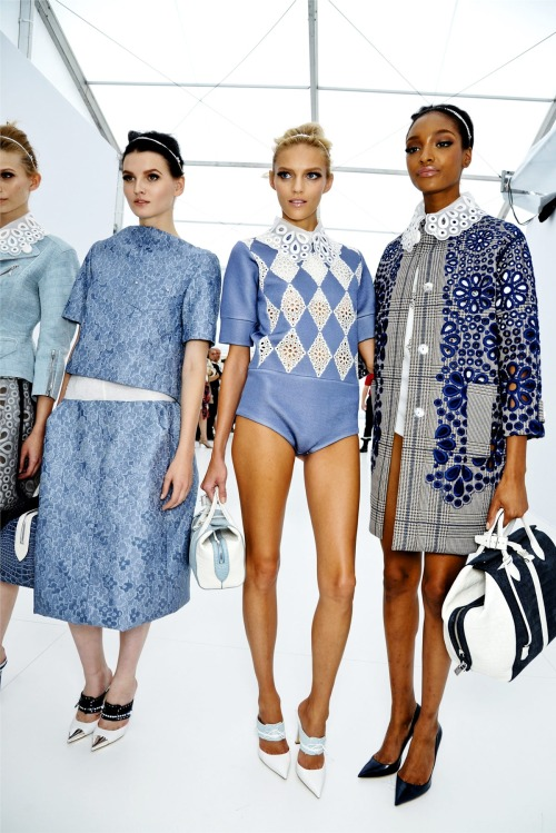 c-reamsicle:  nobackstagepass:  Louis Vuitton Spring 2012  love this