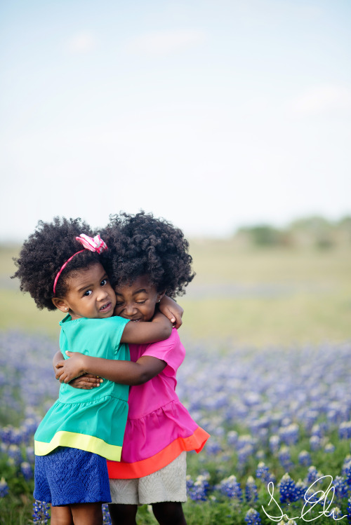 blackfashion:  <3   Mini-queens showing each other natural affection; you gotta love it! #naturalhair #blackkids
