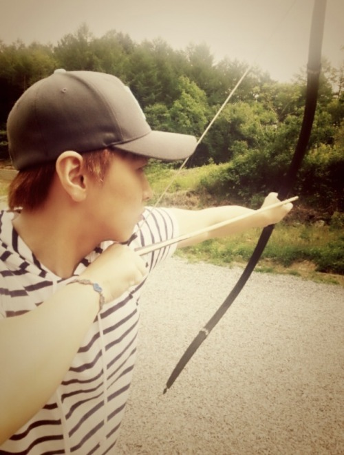 minniestarrr:  180513 Sungmin Blog Update (2) Title: Final weapon bow! Kekekekeke I'm a man who does archery~