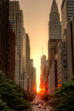 Manhattanhenge, July 2011 - By: Justin Kiner