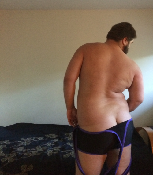 minorpanda:ravenclaw-prefect-anthony:And the of course we gotta show off dat ass. It's actually really comfy.xD