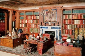 bookriot:  The library in a noted 1920s doll house. More on miniature libraries here.