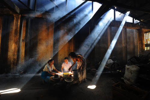 smithsonianmag:  Photo of the Day: Preparing a Meal for the Monks Photo by Kyaw Kyaw Winn (Yangon, Myanmar); Bago Myanmar