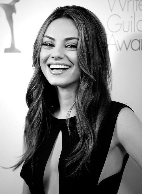 hell0-b4be:  mila kunis is perfection okay i love her