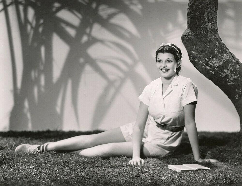 Rita Cansino (Rita Hayyworth), 1935. Photo by Frank Powolny  Source : grapefruitmoongallery #rita cansino#rita hayworth#frank powolny#1935#30s#photos