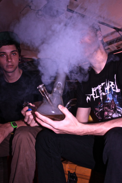 setbluntsonfire:  OMFG I know the kid on the left!! We smoked together a couple times, what is life haha