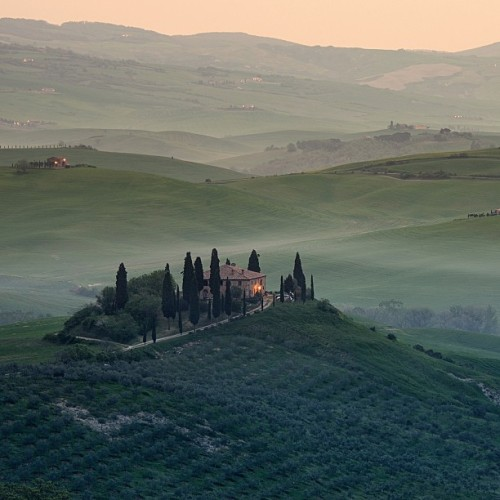 elialocardi:  The Val D'Orcia Is quite possibly the most beautiful area of #Tuscany … #italy #sunrise #fog #photo
