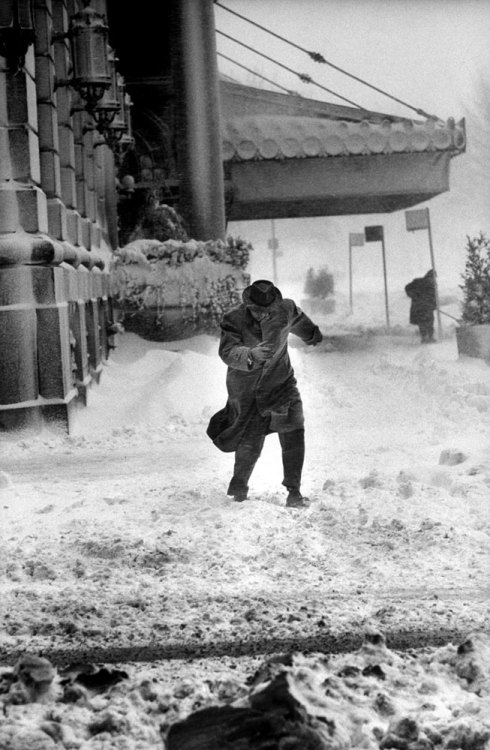 Al Fenn A snowstorm hits New York City in February 1960. From Time & Life Pictures/Getty Images