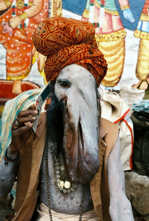 'Ganeshbaba' (2010), from the 'Dead line' series for ZZ magazinewww.issuu.com/zwykle_zycie/docs/zwykle_zycie_numer0