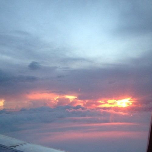L❤VE this cloud photo.. by guccisstephanie http://instagram.com/p/ZmNeMUh8Il/
