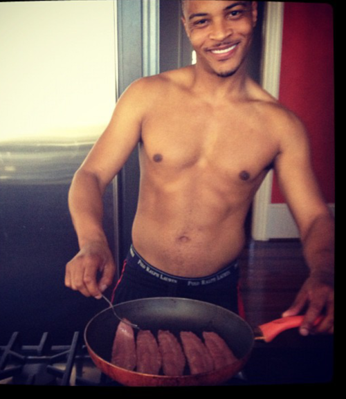 timothydelaghetto:  theofficialbadboyzclub:  Cookin with T.I.  This cracked me up lol