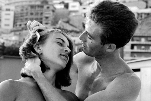 misterflaneur:  Paul Schutzer - Italian Man Combing His Girlfriend's Hair