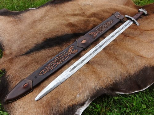 viking-vikingr:  Leather sheat from ==> http://www.cuirmedieval.fr/
