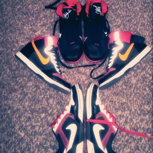 Bow to the king #Lebron9s #Nike #kicks #sneakers #Fuckyourjordans (Photo taken and uploaded via MOLOME )