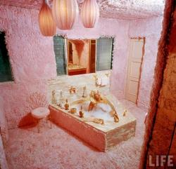 stitchit:  Jayne Mansfield's pink shag master bath  I want one