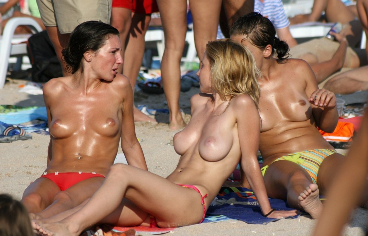 Candid big tits on beach