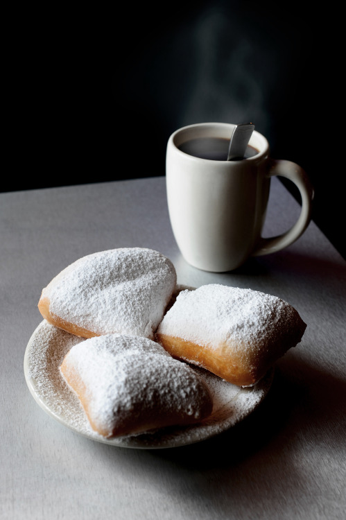 The Gumbo Diner, on Galveston's Seawall, has fresh beignets!2013 © debora smail