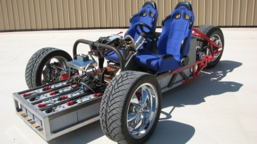 "smarterplanet:  Crowdfunding push for EZ-EV open source electric kit car Electrical engineer Gary Krysztopik has been driving his self-built, open-framed, three-wheeled electric ""hotrod"" on the roads and highways of San Antonio (TX) for over three years now, but folks still can't help staring as he zooms past. While also working on gas-to-electric conversions (including a VW Bug and a Porsche Carrera), he's been busy refining and tweaking the design for his ""battery box on wheels"" and is now preparing to release the EZ-EV car as open source plans, build-it-yourself kits and complete vehicles."