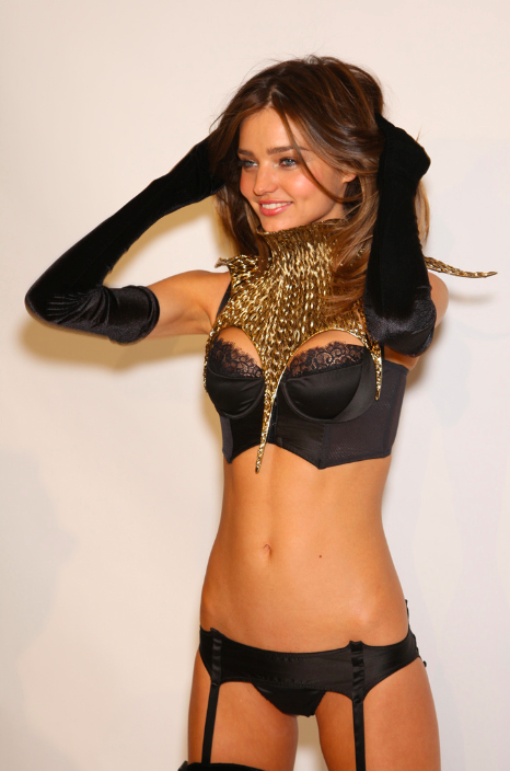 ohshit-whatsvictoriassecret:  Miranda Kerr | vsfs 2009 fittings