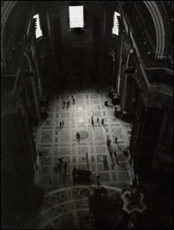 undr:  Herbert List Rome. 1949. People in a Church