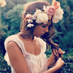 foxxgurlll18:  inside—jokes:  dress, girl, fairytale, flowers, white, beautiful, dream, perfect - Wheretoget on @weheartit.com - http://whrt.it/16LfT2w