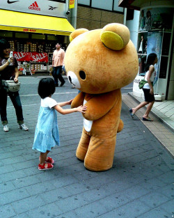 fuckyeahjapanandkorea:  Dancing Child and Bear by 顔なし