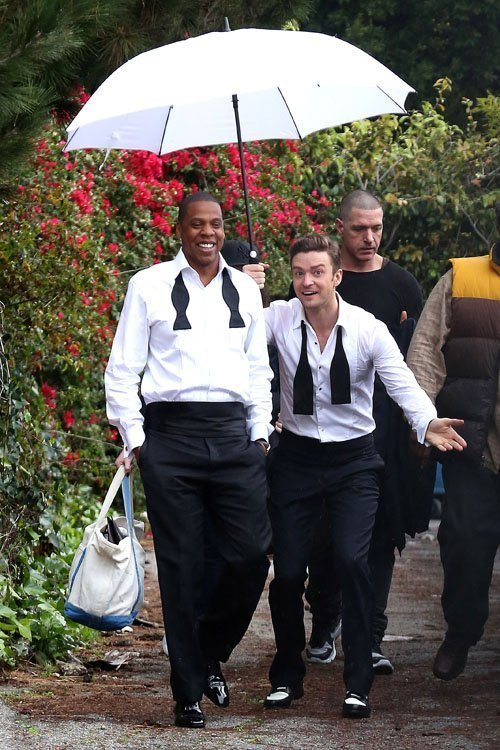 justintimberlakedoingthings:  Justin Timberlake pranks Jay-Z by depriving him of Vitamin D