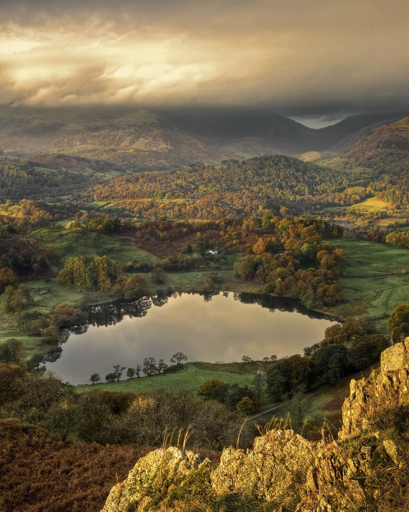 charislogia:  keepingupwithcamelot; wanderthewood: Loughrigg Tarn, Lak District, England by Pete Hyde
