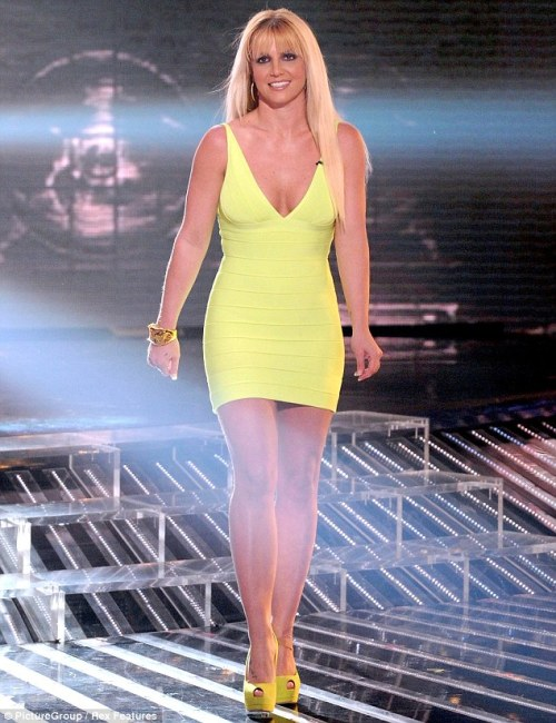 OH.MY.GODNEY! Look at Britney Spears on last nights X Factor! Her body legit is killer right now!