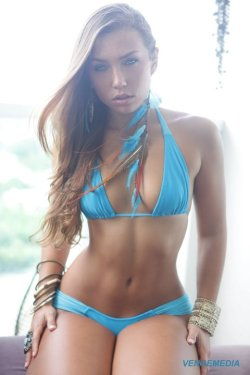 arequipe-smooth:  I´ve fallen in love with Nicole Mejia