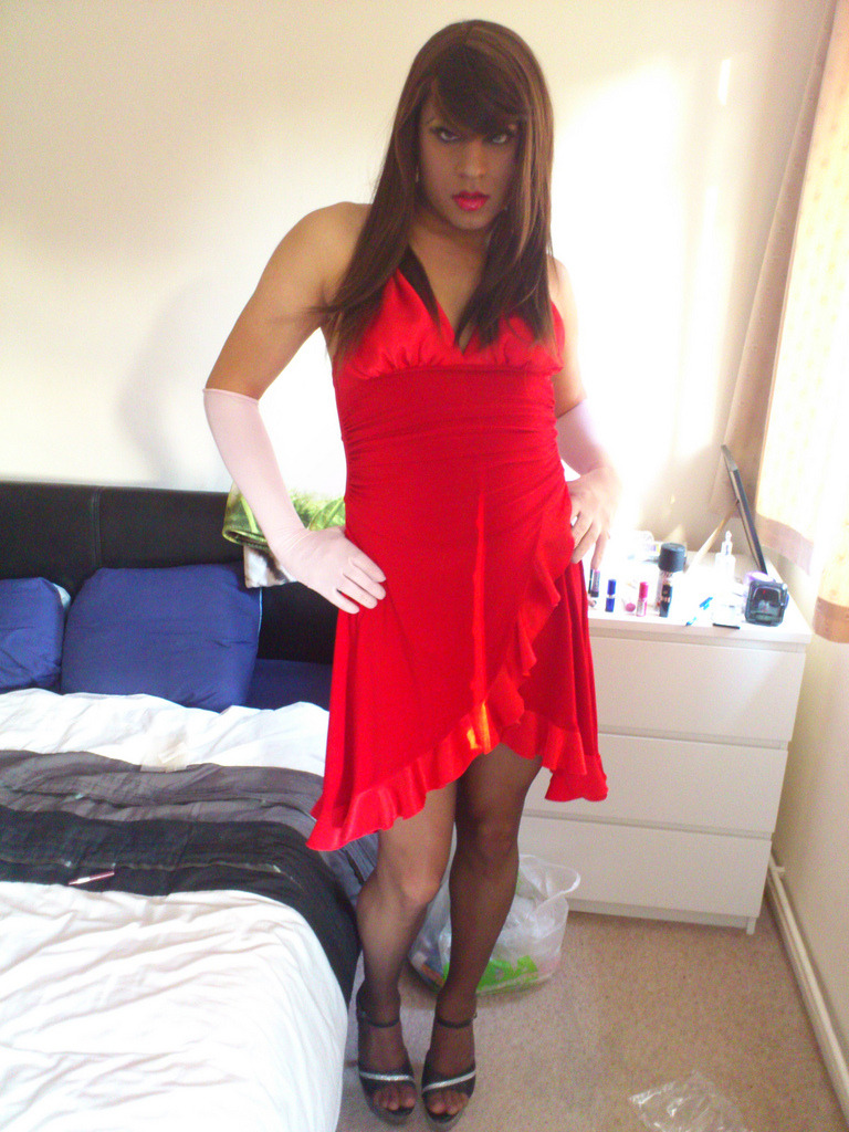 crossdressing-habit:  crossdressers http://crossdressing-habit.tumblr.com/ … Online-no download-feminization and make up software for every crossdresser: http://cur.lv/y1iy