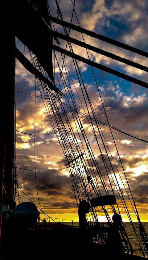 Sunset from the deck of Hawaiian Chieftain [x]