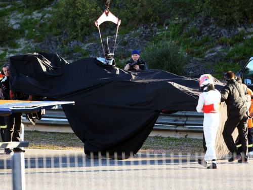 maythekersbewithyou:  jense in the morning with mp4-28 flying carpet sorry  Fuel pump failure This better not be a recurring thing Monza 2012 anyone?