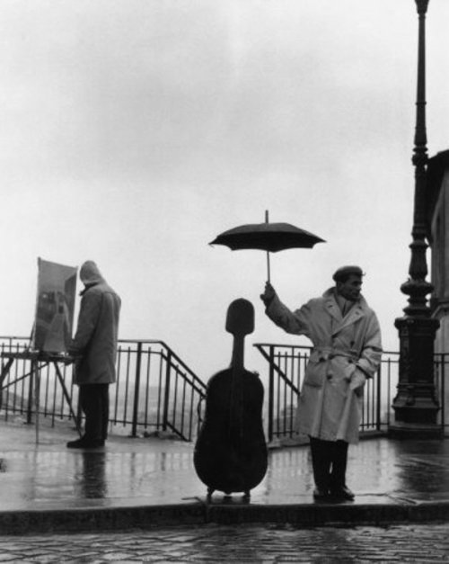 losed:  Musician in the rain by Robert Doisneau