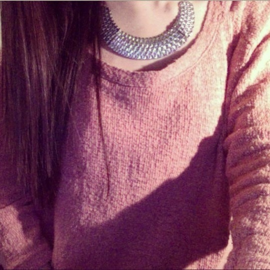 sele-na:  new necklace :)